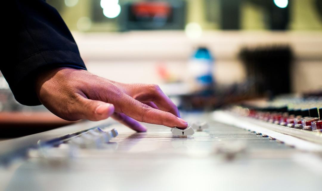 Radio indipendenti: le migliori per musica emergente in Italia